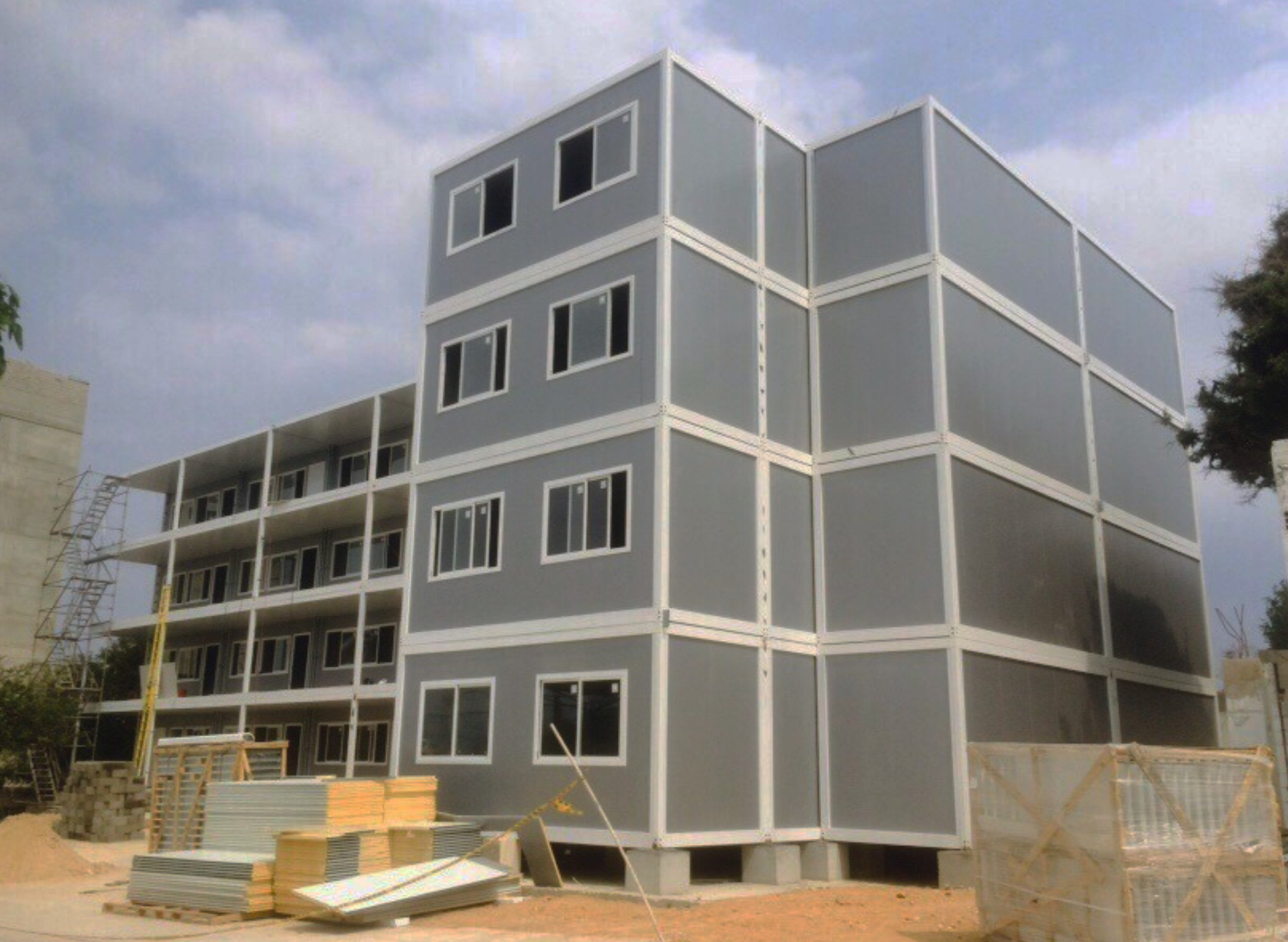 Four-storey 100% modular building (University of Barranquilla, Colombia)